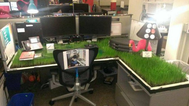 Amazing Crazy Computer Desk Crazy Prank That You Can Play On Your Colleague