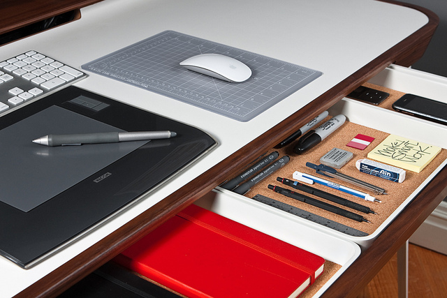 Amazing Tech Desk Setup The 5 Succesful Steps To A Clean Amp Uncluttered Desk Drawer