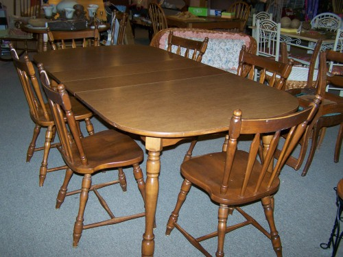 Amazing Used Dining Chairs Used Dining Set With 6 Maple Chairs And 2 Leaves Cherry Pickins