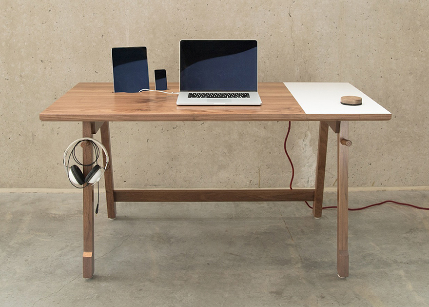 Awesome Simple Modern Desk Artifoxs Simple Elegant Desk 01 Designed For Modern Day Needs
