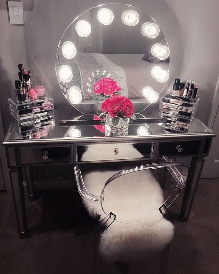 Beautiful Makeup Table And Mirror Best 25 Mirrored Vanity Table Ideas On Pinterest White Makeup