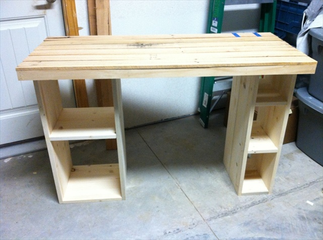 Best Diy Wood Desk 16 Ideas For A Useful Pallet Desk From Recycled Pallets Pallet