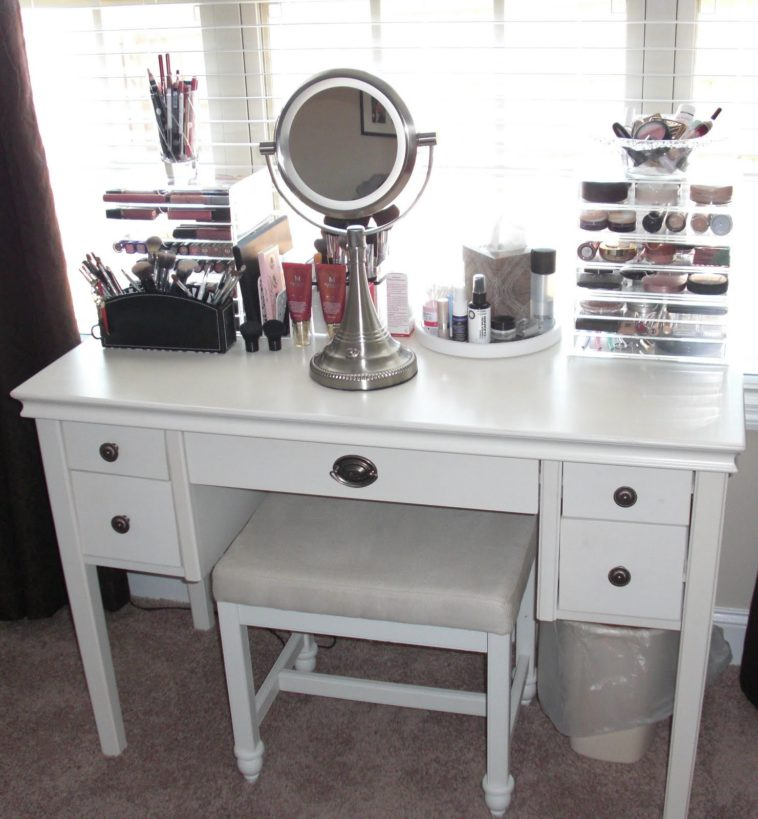 Best Small White Bedroom Vanity Bedroom Round Lighted Mirron On White Wooden Makeup Vanity Table