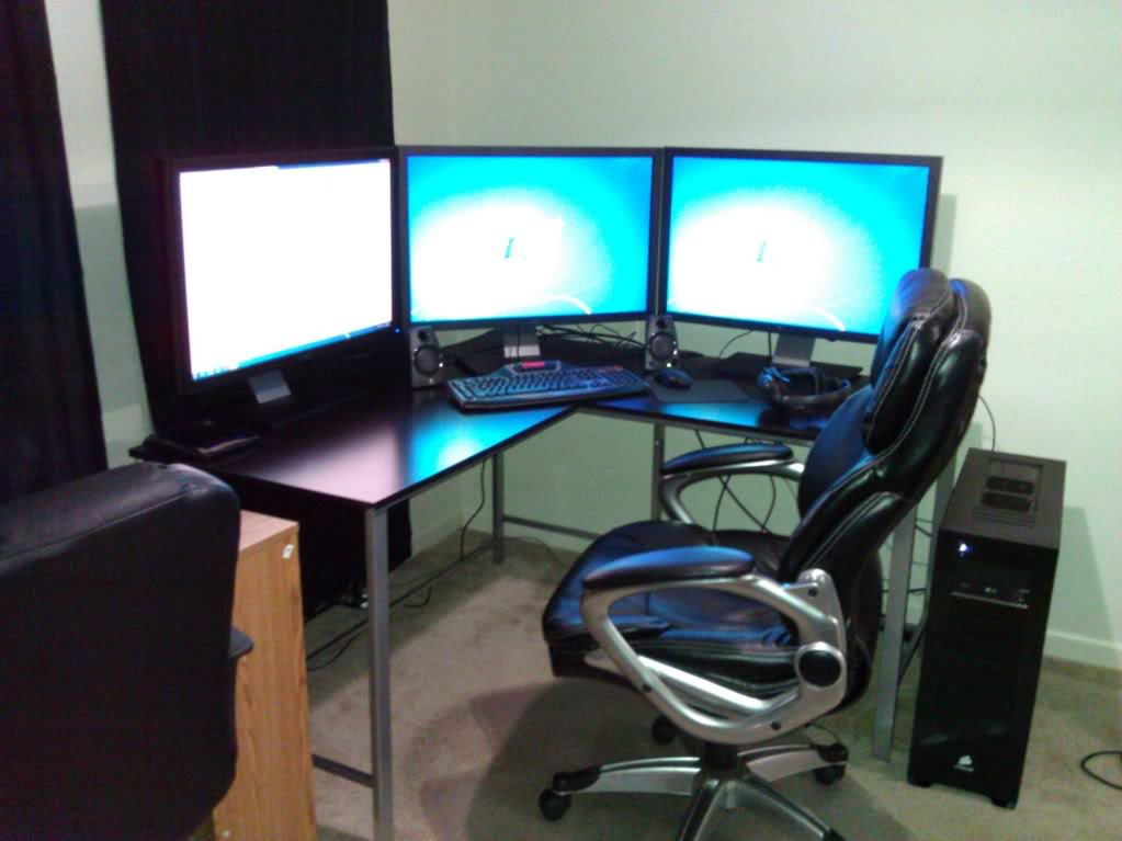 Brilliant Multi Monitor Desk Appealing Triple Monitor Desk Setup Best Desk For Multi Monitor