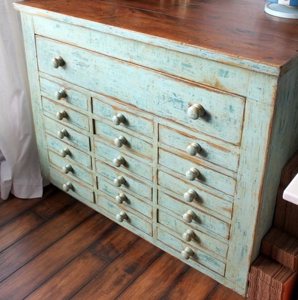 Chic Dresser With Lots Of Drawers 8 Reasons And 28 Examples To Use Vintage Dressers In Your Interior