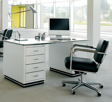 Chic Home Office Table Choosing The Best Home Office Tables And Cabinets Homescorner