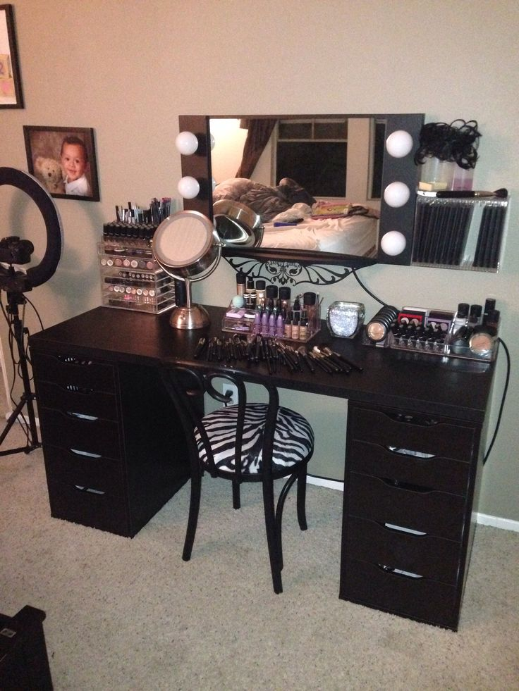 Elegant Black Vanity Desk With Lights Best 25 Black Vanity Table Ideas On Pinterest Black Makeup