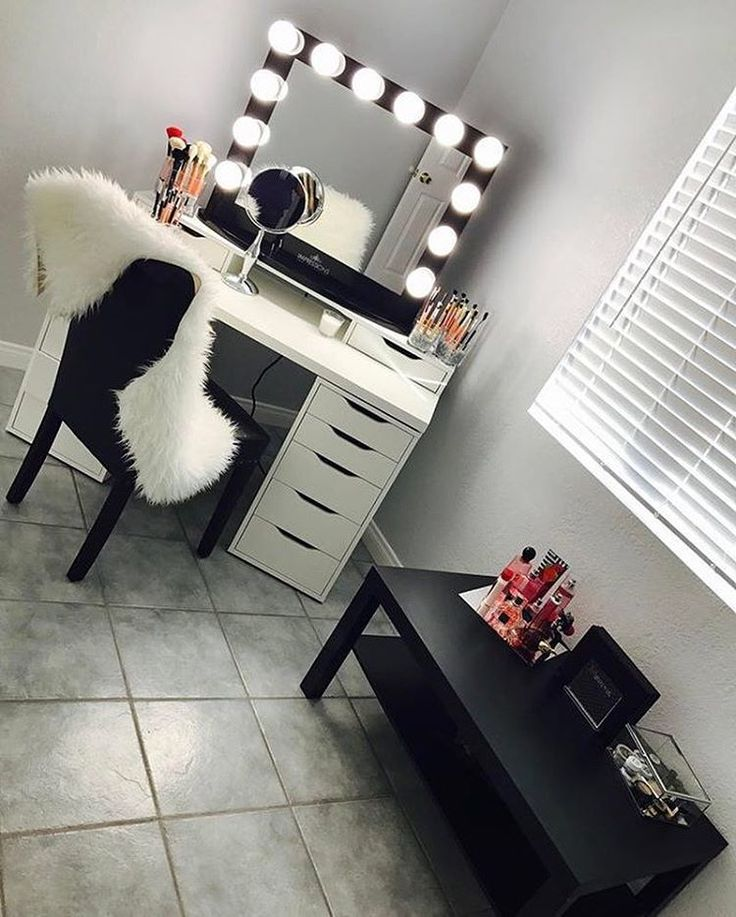 Fabulous Black And White Makeup Vanity 2362 Best Beauty Station Images On Pinterest Makeup Storage