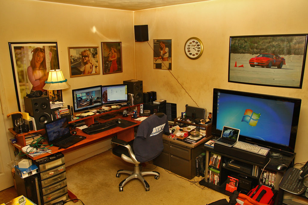 Great Corner Desk For Two Monitors Dual Screen Or Not Dual Screen Windows 7 Help Forums