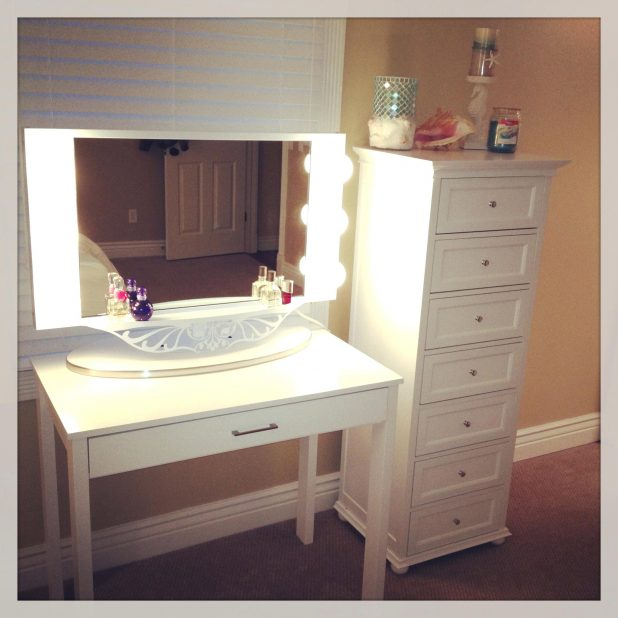 Great Vanity Makeup Desk With Mirror Desk Mirrored Makeup Vanity Table With Lighted Rectangle Mirror