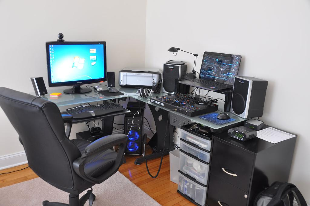 Impressive Glass Desk Setup Amazing Gaming Computer Desk Ideas Workstation Setup Pinterest In