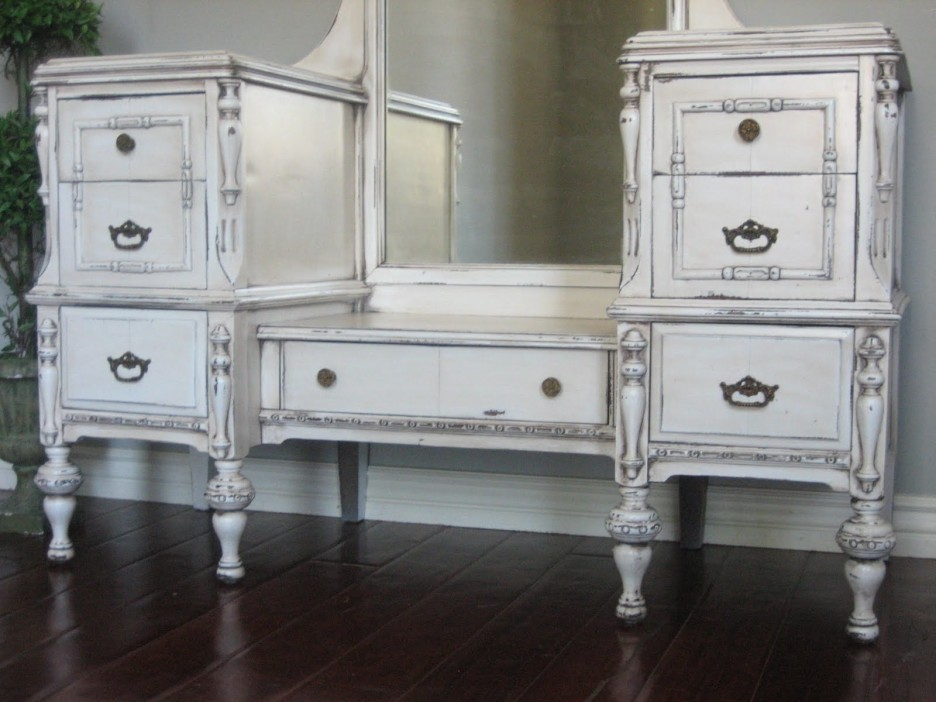 Incredible White Makeup Vanity With Storage White Stained Wooden Bedroom Vanity Pile Up Drawers And Rectangle