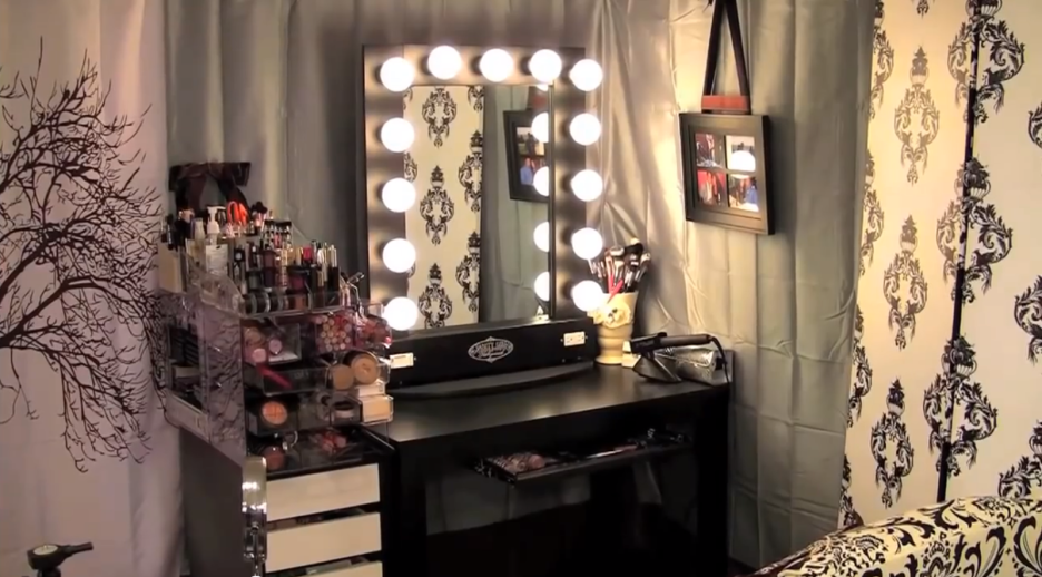 Nice Black And White Makeup Vanity Bedroom Gorgeous Bedroom Design For Girl With Black White Storage