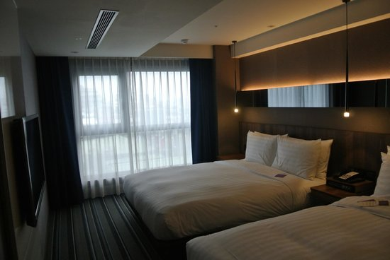 Stunning Double King Size Bed Dual Queen With Double King Size Bed Picture Of Westgate Hotel